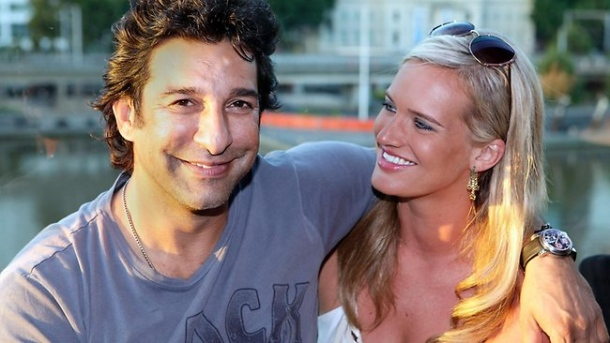 wasim-akram-wife-shaniera-thompson